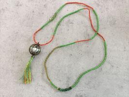 Sautoir perle de rocaille verte et orange pendentif oiseau avec pompon