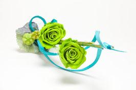 Rosen mit Stiel und Dekoration