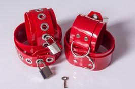 Hand und Fußfesseln aus rotem PVC *abschließbar*