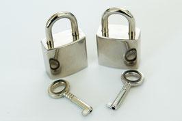 2 Schlösser mit Schlüssel