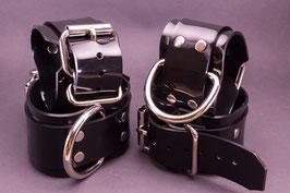 XXL Hand und Fußfesseln aus schwarzem 3mm PVC