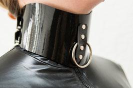 Halskorsett mit Führungsleine aus schwarzen PVC