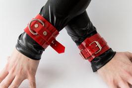 2 Handfesseln aus rotem PVC