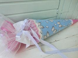 """Elegant verspielte Zucker- / Schultüte """"Butterfly"""" - zartes blau mit im Licht changierenden Schmetterlingen mit passenden Bändern"""