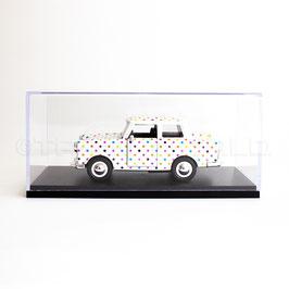 Schaubox mit Trabant White Dotty