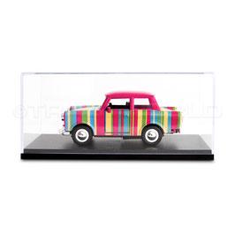 Schaubox mit Trabant Streifen