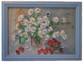 "Картина с вышивкой лентами по принту ""Ромашки и вишни"""