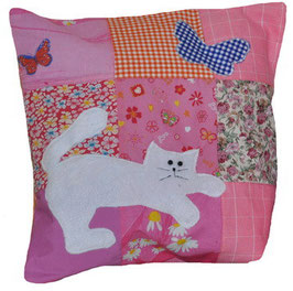"""Лоскутная подушка с аппликацией """"Розовая с котом"""""""