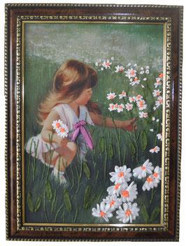 """Картина с вышивкой лентами по принту """"Девочка, собирающая ромашки"""""""