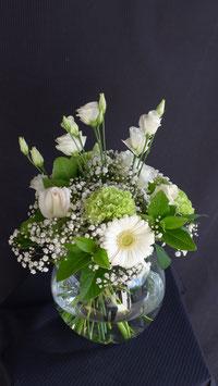 Bouquet rond avec vase boule