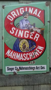 altes Singer Schild bunt