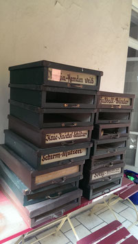 große alte Kartons für Hemden aus Ladenausstattung NR 0603