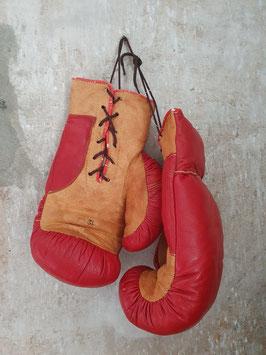 alte Boxhandschuhe Leder rot-braun Nr 1306