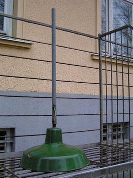 Kleine grüne Emaille Fabriklampe
