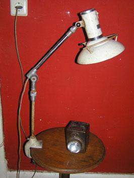 alte Arztlampe Schreibtischlampe ausziehbar Gelenkarm Wild + LEITZ France