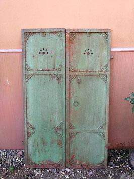 wunderbare alte Eisentüren Fensterladen mit Ornamentik Nr 2906-02