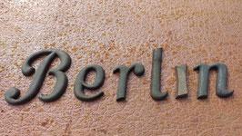 """alte kleine Metallbuchstaben  """"Berlin"""""""