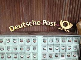 Schriftzug Vintage Leuchtbuchstaben Deutsche Post mit Posthorn