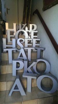 alte Blechbuchstaben silbergrau 0405rest