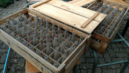 Große Kisten mit alten Limonadenflaschen NR 3005
