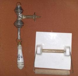 Set Toilettenspülungs-Griff und Toilettepapier-Halter aus Porzellan