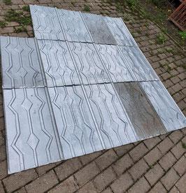 alte Blechschindeln Blechplatten mit Karo-Muster Nr 0109-01