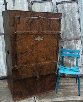 alter antiker Pelzschrank Metall Kleiderschrank D.R.G.M. Nr 1002