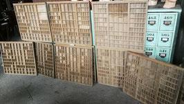 alte Schubladen aus Druckereischrank Setkasten groß Nr 0810