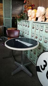 Lustiger Vintage Tisch Bistrotisch Nr 2210-Pfeil