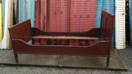 antikes Holzbett altes Bett braun