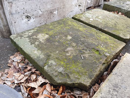 1 Paar sehr alte Sandstein Pfeilerabdeckungen Nr 2107-03