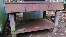 Alte Werkbänke aus Metall und Eichenholz aus einer Fabrik NR 2