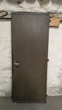 alte Metalltür Feuerschutztür Eisentür mit Rahmen Nr 1803-01