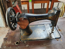 antike Nähmaschine von Singer (ohne Tisch) als Deko
