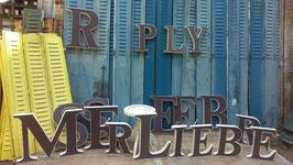 Sehr schöne alte Buchstaben aus Kunststoff edle Farbe 0906