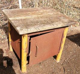 alter Schrank oder Tisch Werkstattschrank