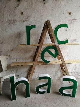 Schöne, große Buchstaben in grün-weiß 2310rest