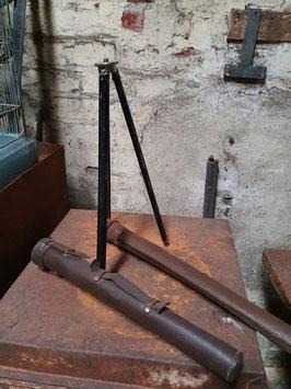 altes Stativ für Kamera im Lederetui Dreibein 2 x vorhanden Nr 1404gi