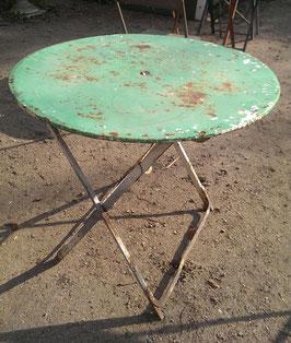 alter Gartentisch rund