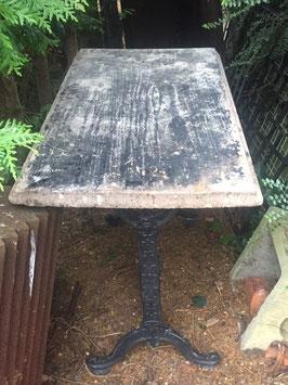 antiker Tisch mit Gussgestell nr 0905