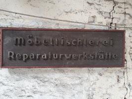 großes, antikes Holzschild Schild Möbeltischlerei