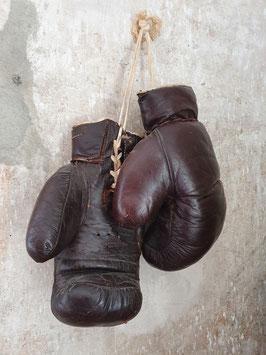 alte Leder Boxhandschuhe braun aus den 30igern Nr 1306-02