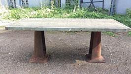 alter Industrietisch Tischgestell Gusseisen Douglasienplatte Vintage Tisch