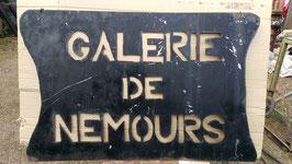 altes großes Ladenschild Galerie de Nemours