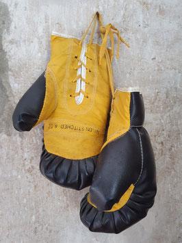 alte Boxhandschuhe für Frauen oder Kinder gelb-schwarz