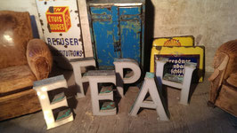 alte Kupfer Buchstaben mit Abdeckung Leuchtbuchstaben 1712rest