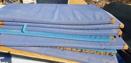 alte Turnmatten Bezüge blau mit Lederecken