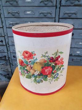 alter Papierkorb mit Rosenmuster