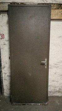 alte Metalltür Feuerschutztür Eisentür mit Rahmen Nr 1803-04