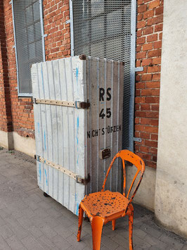 großer alter Transportkoffer Kleiderschrank Transportbox Zarges